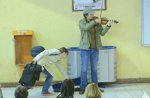 Concert Alexandru Tomescu la staţia de metrou Victoriei